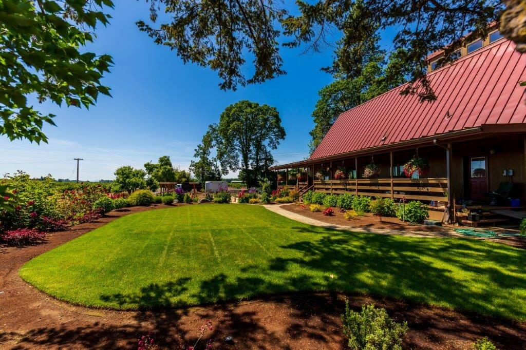 EO Landscaping sets custom  patios | Junction City Oregon